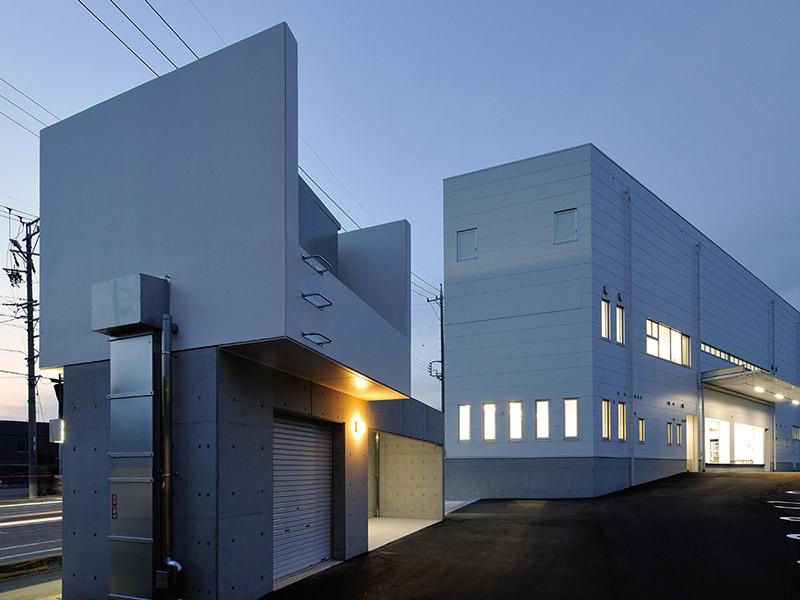 配送センターのオフィス外観デザイン