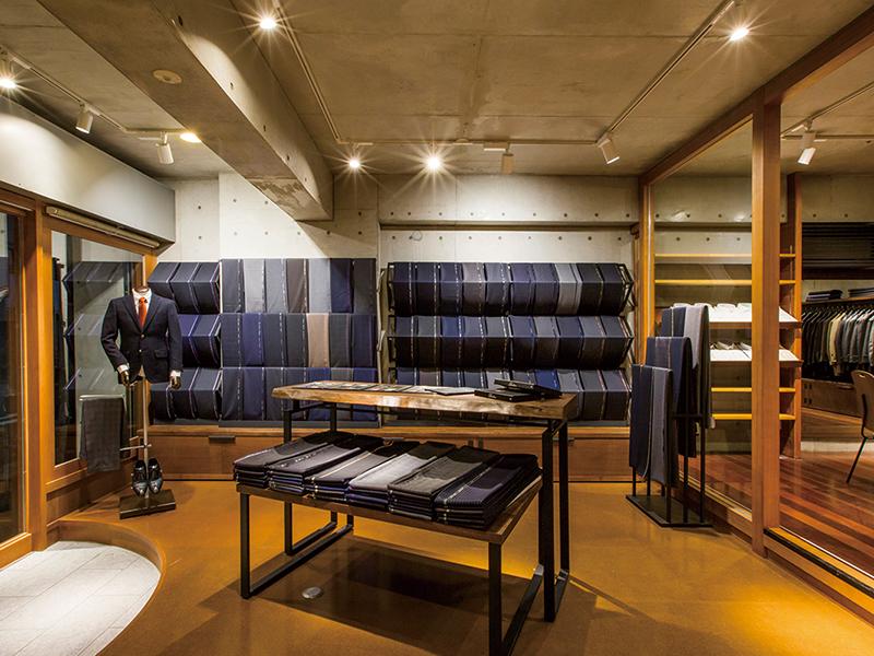 RCの躯体と木の素材感を融合した店舗デザイン