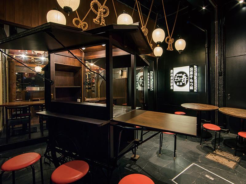 提灯と屋台をイメージした居酒屋の店内デザイン