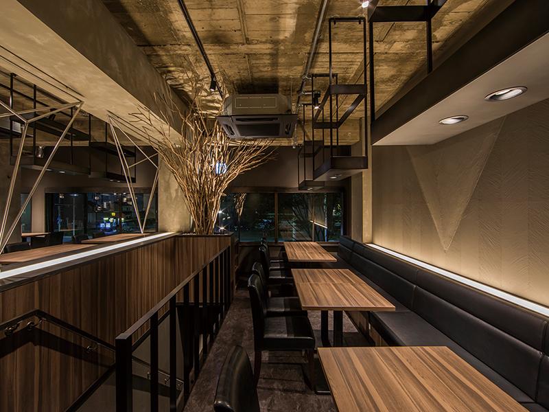 清潔感のある居酒屋の店内デザイン