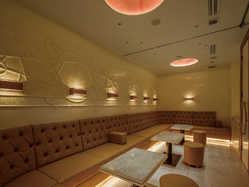 名古屋の和風高級クラブのソファー席