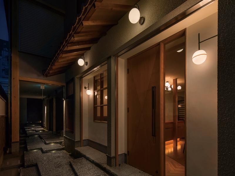スペイン料理店の店舗入口デザイン