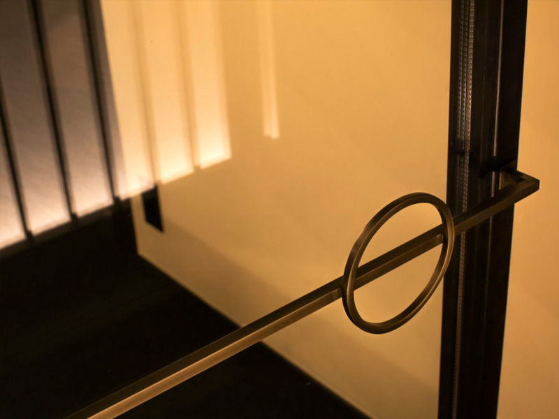 ドアのつかみ部分のデザイン