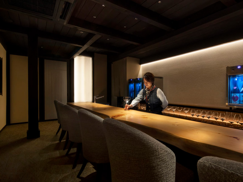 古民家を改築した日本酒バーカウンターデザイン