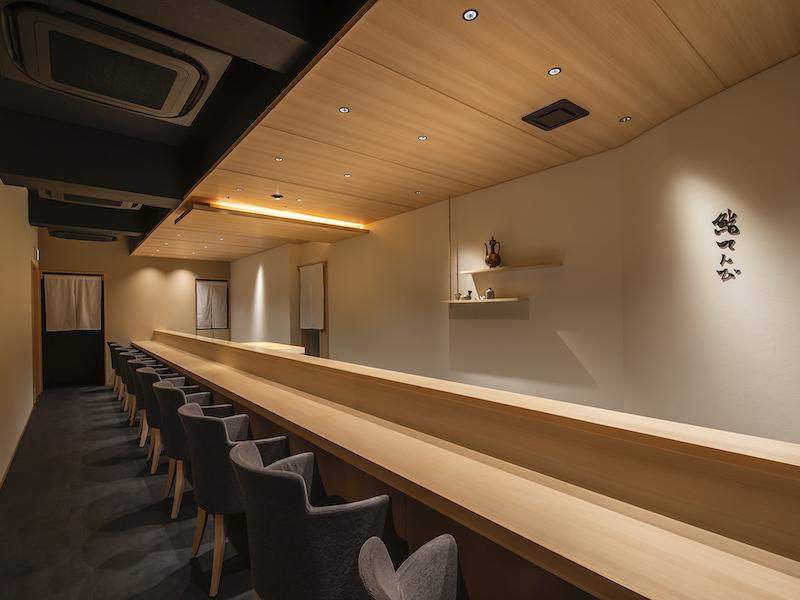 寿司屋のカウンターの空間デザイン