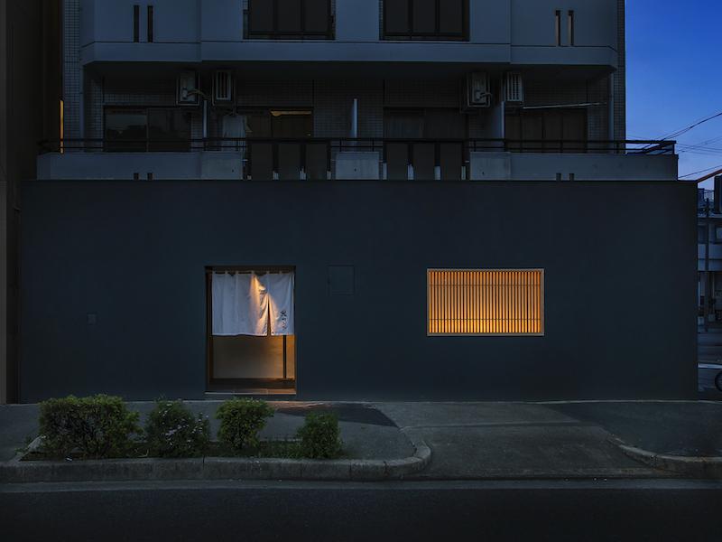 隠れ家寿司店の外観