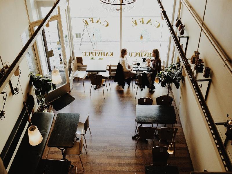 ポップなカフェ内装デザイン