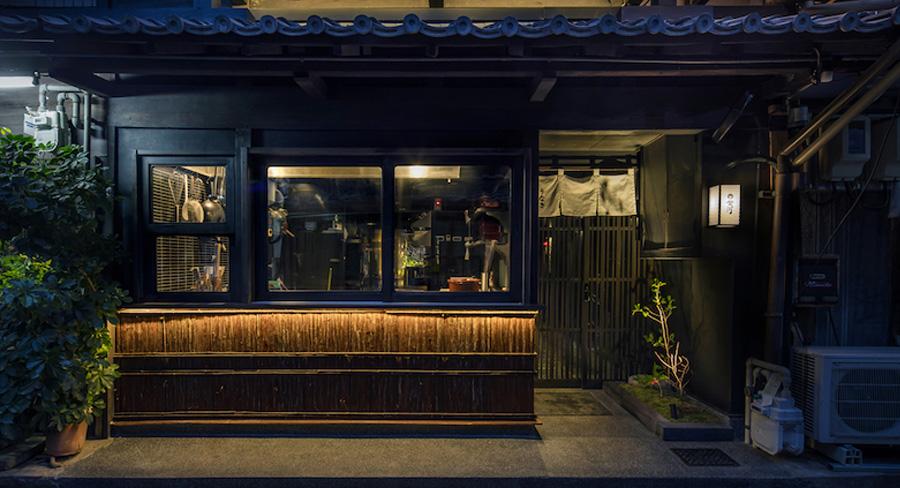 古民家を改装した鰻料理の飲食店のデザイン