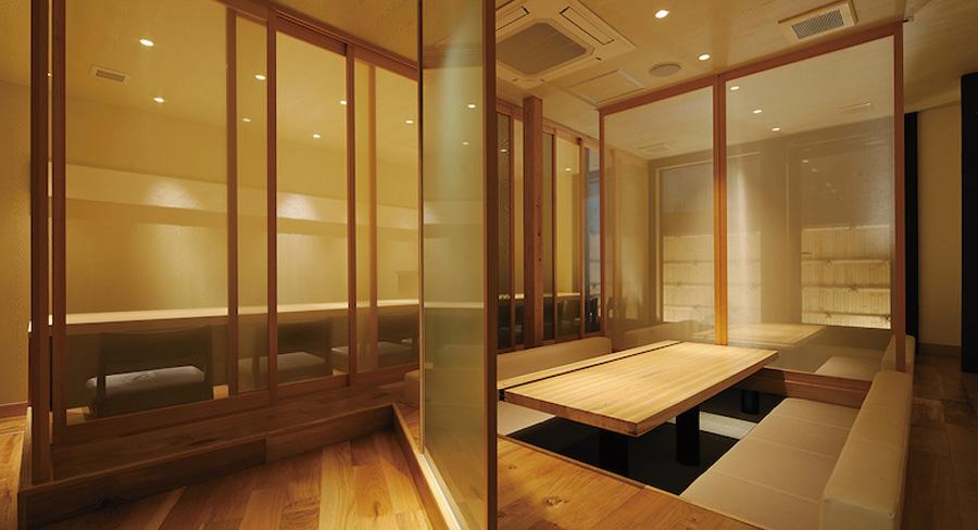 木材をふんだんに使った古民家改装した飲食店のデザイン