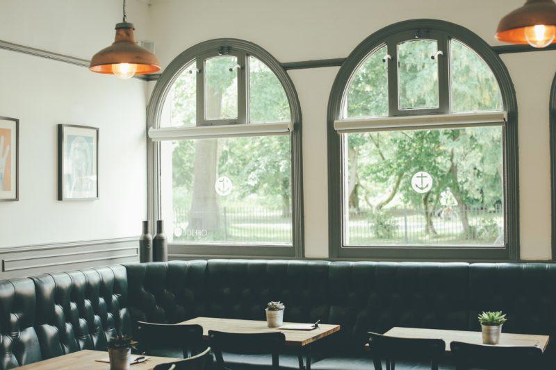 ガラスの店舗デザイン